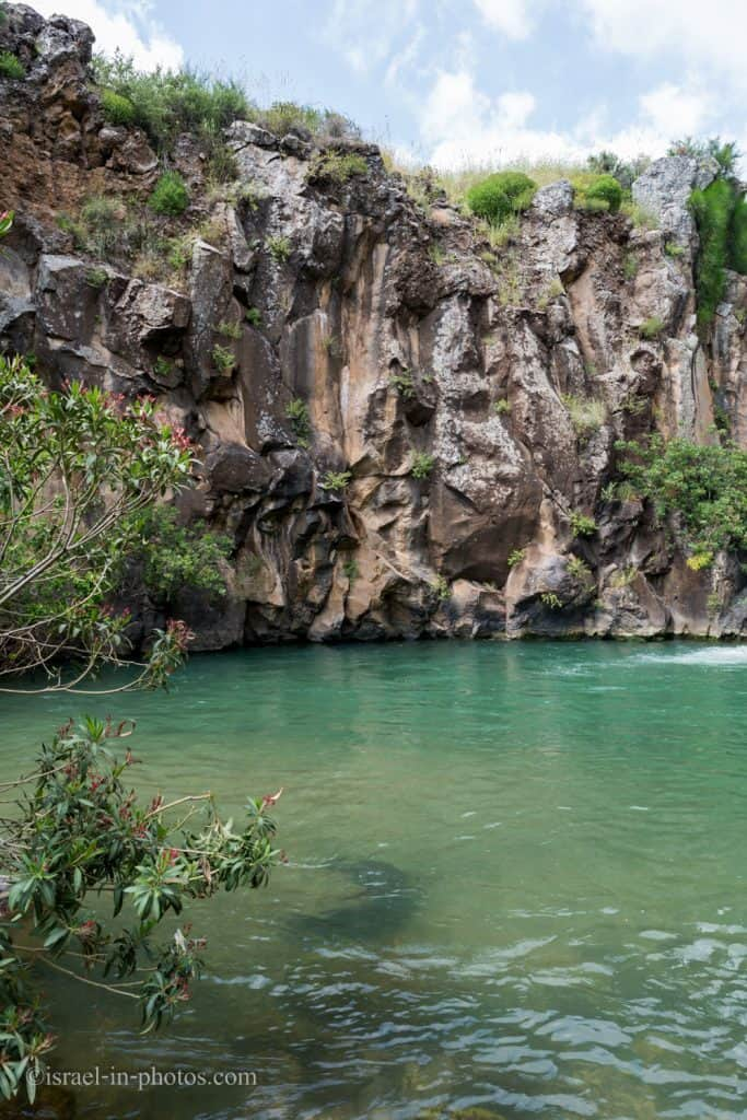 The rock formation is similar to Meshushim Stream Nature Reserve