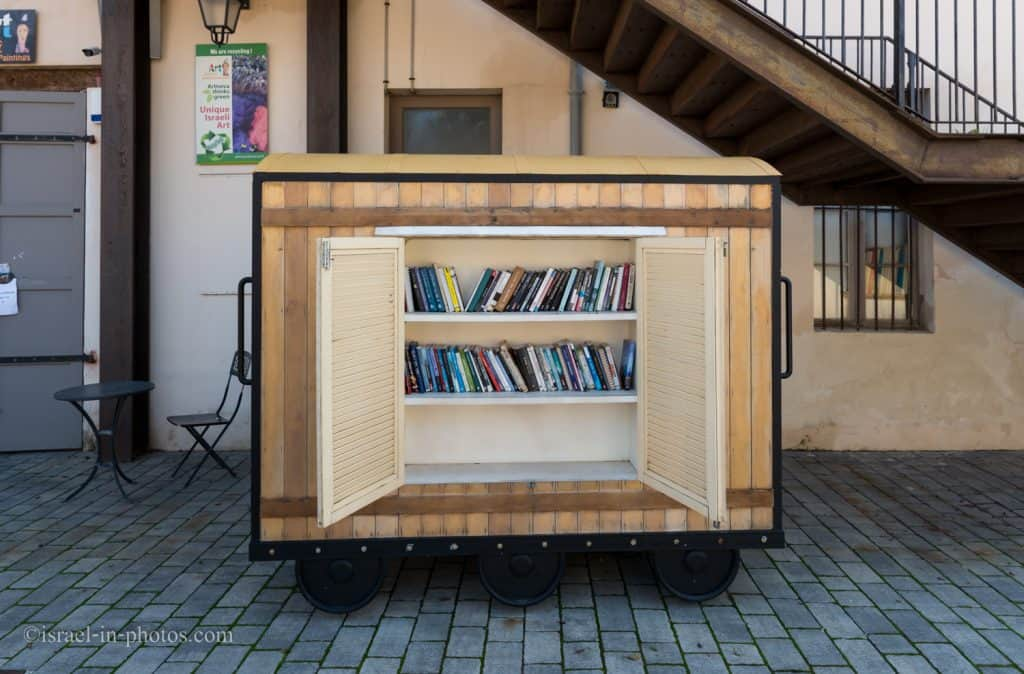 Railcar for Readers